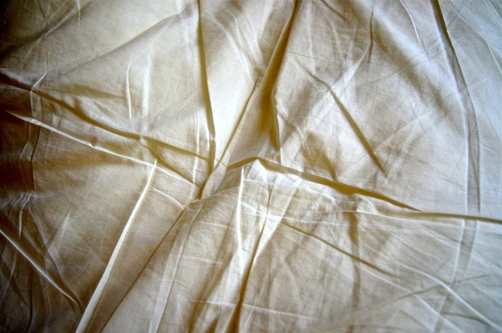 How To Get Wrinkles Out Of Tablecloths [Step by Step Guide]